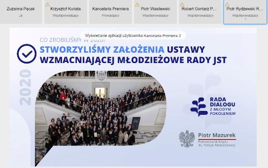Zrzut z ekranu laptopa. slajd pod tytułem: Stworzyliśmy założenia ustawy wzmacniającej Młodzieżowe Rady JST 2020. Zdjęcie z wnętrza budynku sejmu.