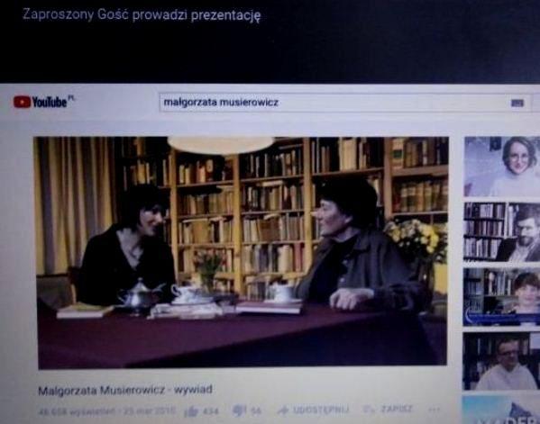 Zrzut z ekranu laptopa. Wywiad na Youtube z Małgorzatą Musierowicz. Wywiad na temat jej twórczości przeprowadza prowadząca zajęcia zdalne.