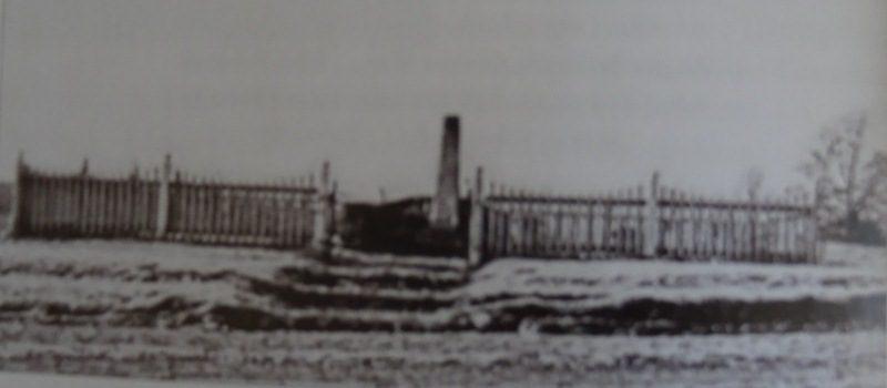 Judziki. Pomnik upamiętniający ofiary I wojny światowej (1914-1918) z gminy Judziki. Obecnie w tym miejscu znajduje  się dąb - przy boisku szkolnym od strony drogi.